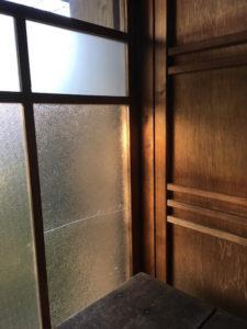 ガラスと戸